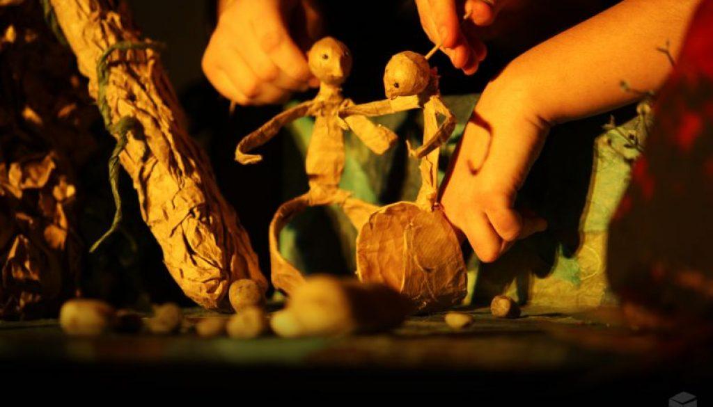Nah-Lou-du-ciel-entre-les-oiseaux-duo-marionettes
